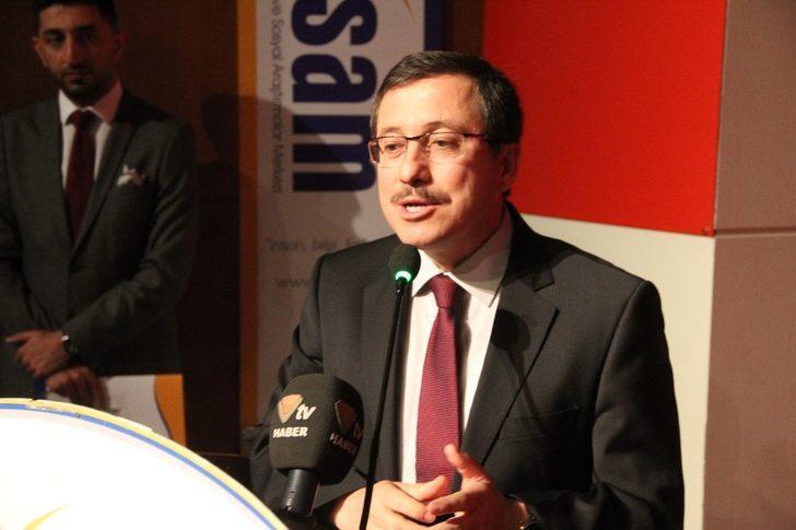 """Malatya'da """"İdealden Gerçeğe Toplum Siyaset ve Ekonomi"""" sempozyumu düzenlendi"""