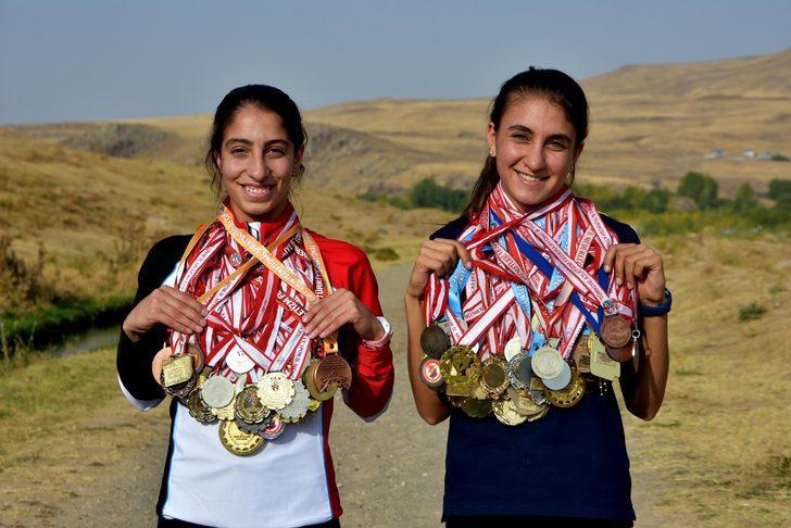 Aileleri ikna edildi, Zeynep ile Eda şampiyon oldu