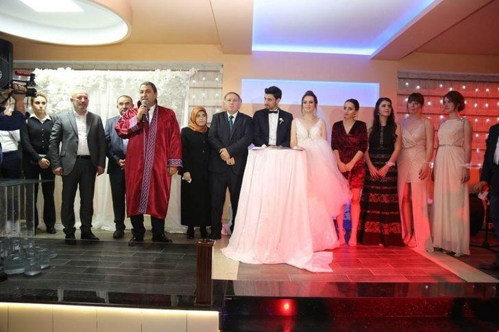 Borçka Belediye Başkanı Aslan Atan oğlunun nikahını kendisi kıydı