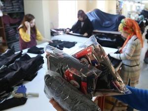 Kahramanmaraş'ın 50 bin nüfuslu Göksun ilçesinde, İstanbul'da yaşayan iş adamı Mehmet Tayyar Canlı tarafından kurulan tekstil atölyesinde üretilen erkek iç giyim ürünleri Almanya, Hollanda ve Rusya'ya ihraç ediliyor.