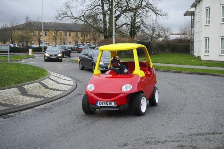 Yetişkinler İçin Oyuncak Arabadan Esinlenilmiş Gerçek Araba Satışta!
