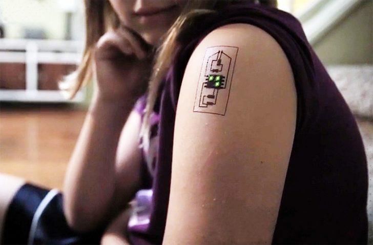 Teknoloji Yine Aldı Başını Gidiyor: Elektronik Dövmeniz Olsun İster Misiniz?