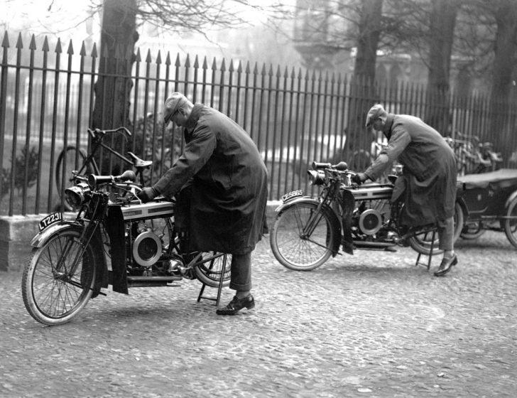 Fotoğraflarla 1920'lerin Motosiklet Çılgınlığı