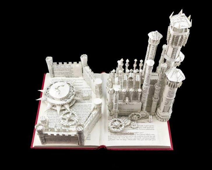 Game Of Thrones Serisinin Kitaplarını Kağıttan Heykellere Dönüştüren Sanatçı!