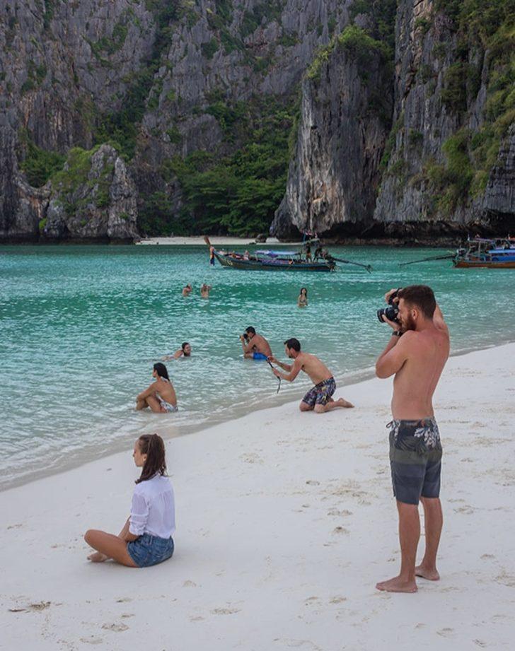 Kız arkadaşlarını fotoğraf konusunda memnun edebilmek için şekilden şekle giren erkekler