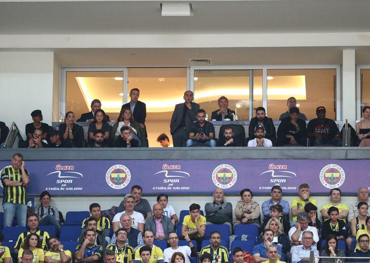 Fenerbahçe - Khimki maçını futbolcular tribünden izledi