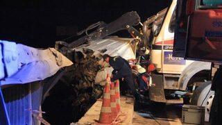 Bariyerlere asılı kaldı! Korkunç kaza