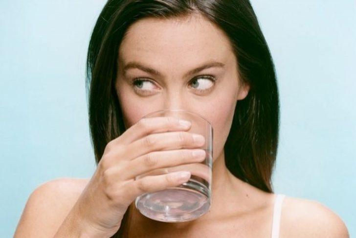 Sabah Kalkar Kalkmaz Su İçmenin 4 İnanılmaz Yararı