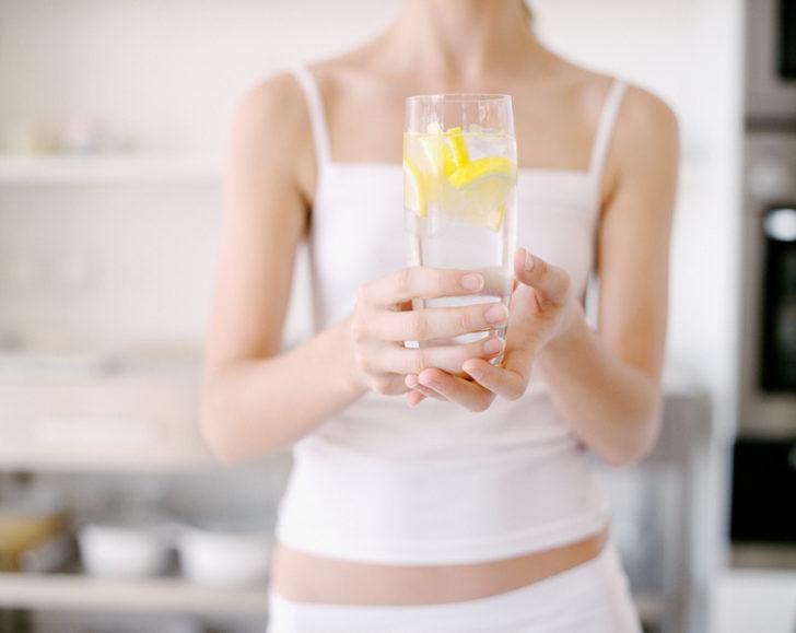 Limonlu suyun faydaları nelerdir? Limonlu su neye iyi gelir, zayıflatır mı?