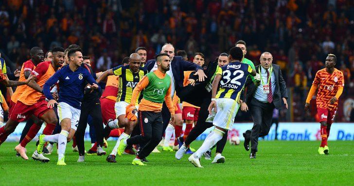 Galatasaray yardımcı antrenörü Hasan Şaş da Martin Skrtel´e saldırdı.