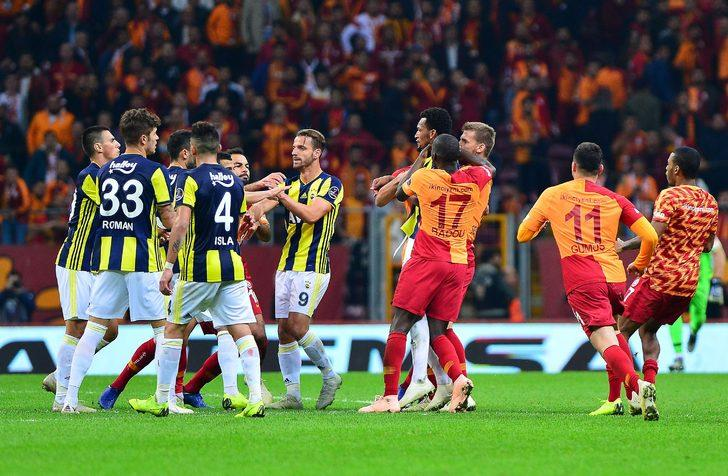 Maç sonrası çıkan kavgada Galatasaray´dan Badou Ndiaye kırmızı kart, Belhanda sarı kart görürken, Fenerbahçe´de ise Jailson ve Soldado kırmızı kartla cezalandırıldı.