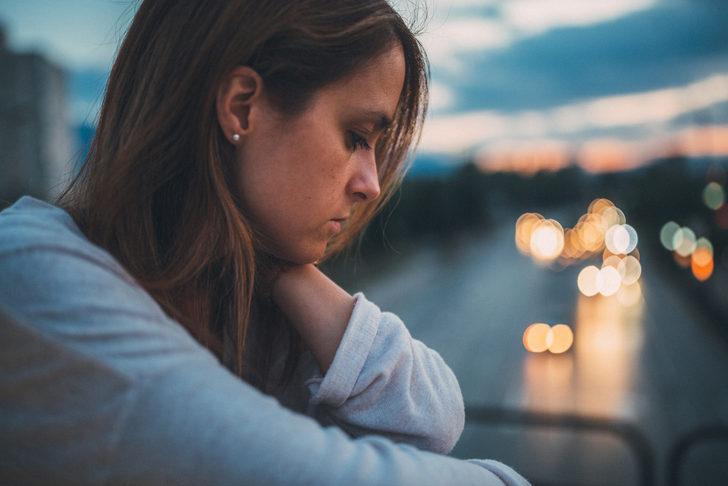 Kalp krizinin taklitçisi 'kırık kalp sendromu' kadınları derinden etkiliyor