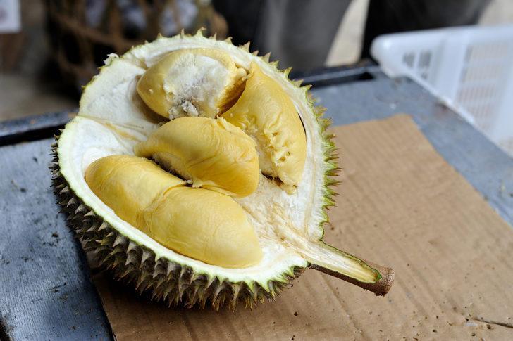 Dünyanın en kötü kokulu meyvesi durian yolcu uçağını boşalttırdı!