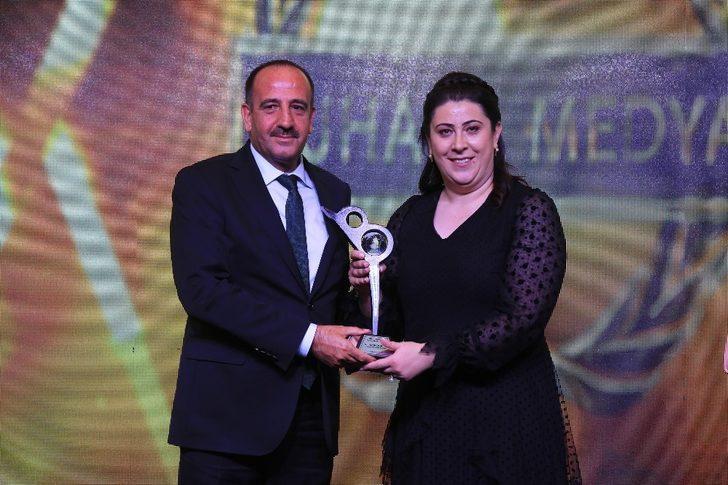 """Fatih Duruay """"Yılın Gençlik ve Spora Katkı"""" ödülünü aldı"""