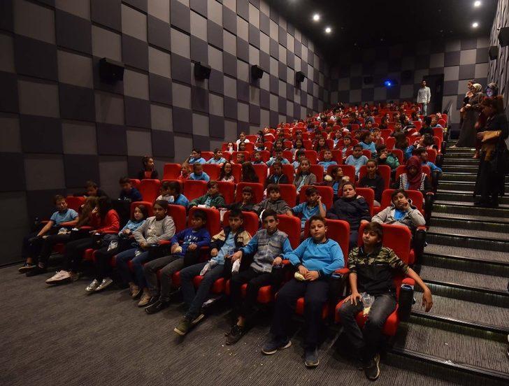 'Sinemaya Gitmeyen Çocuk Kalmasın' projesi isminin hakkını verdi