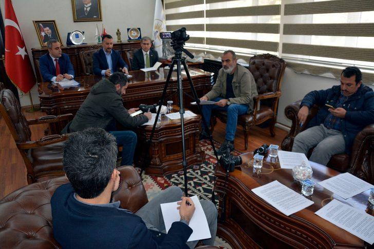 Siverek Belediye Başkanı'nın basın toplantısında gerginlik: Bağırma lan!