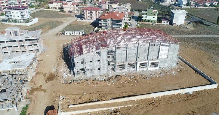 Menderes'teki gençlik merkezi yükseliyor