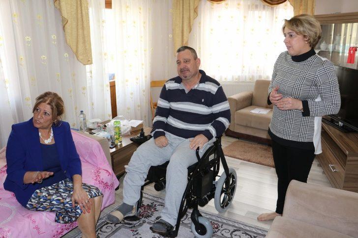 Akülü tekerlekli sandalye ile hayata bağlandılar
