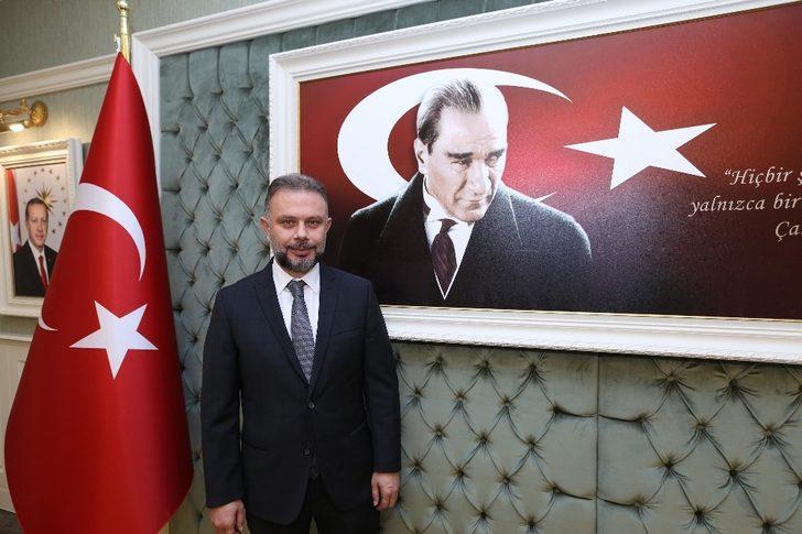 """Başkan Ertürk: """"Atatürk'ün ideallerini, en ileri demokrasi bilinciyle hayata geçirmek ve ilerletmek milletimizin öncelikli görevi olmalıdır"""""""
