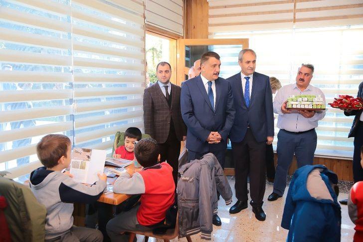 Başkan Gürkan, öğrencilerle kütüphanede buluştu