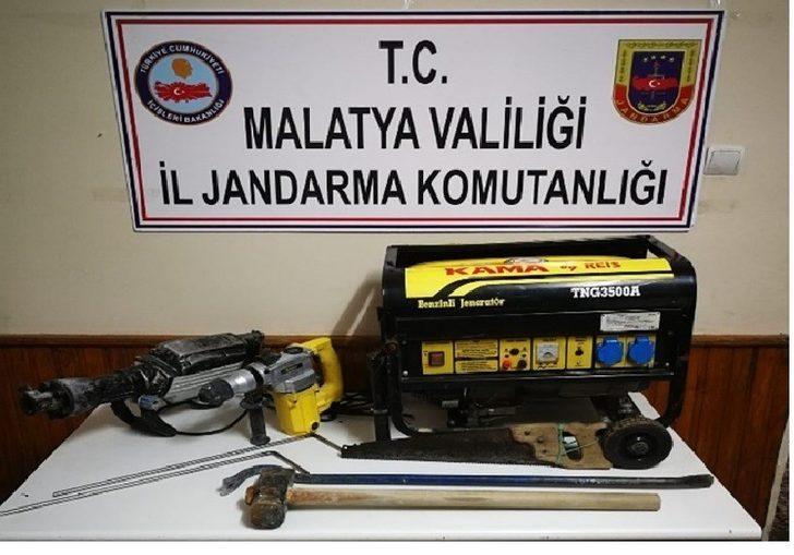 Malatya'da kaçak kazı yapanlara suçüstü
